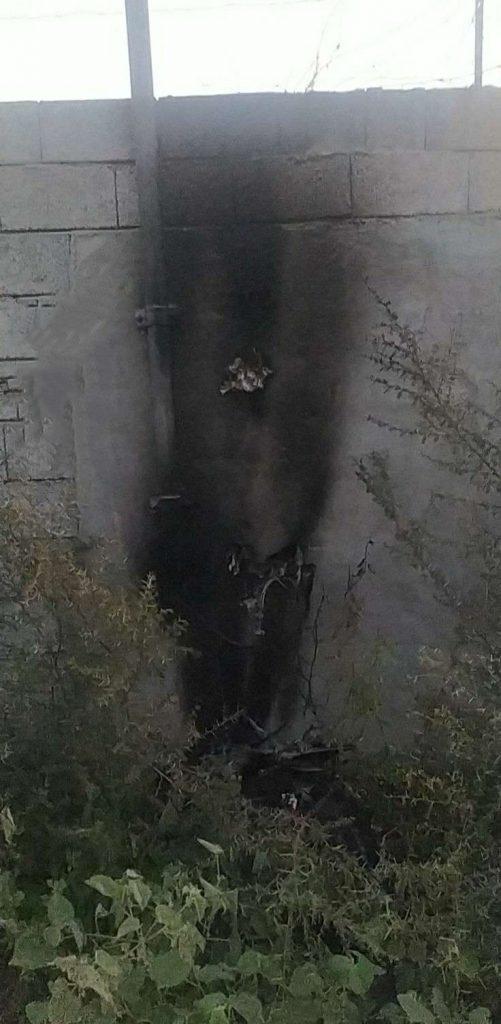 مواطن يُوثق إندلاع حريق بعدّاد كهربائي في أحد القرى بمركز الحقو