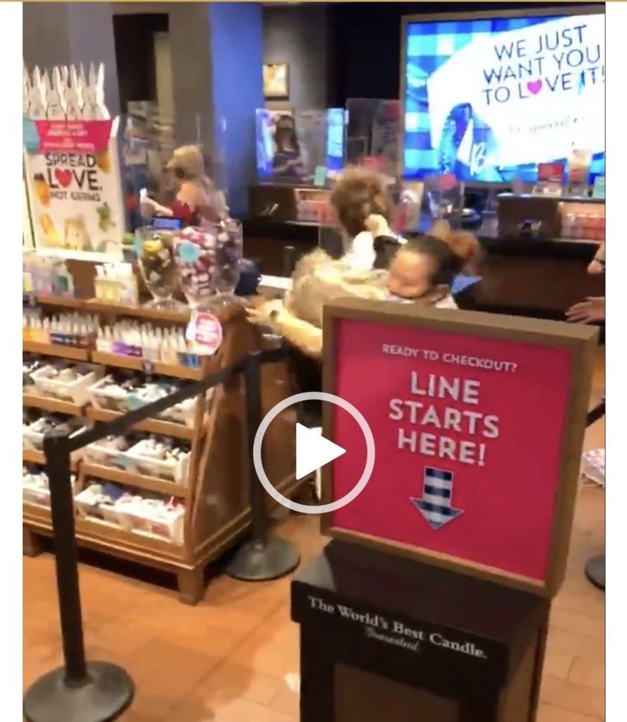 فيديو مُتداول لـ مشاجرة عنيفة بين مجموعة من النساء داخل أحد المتاجر