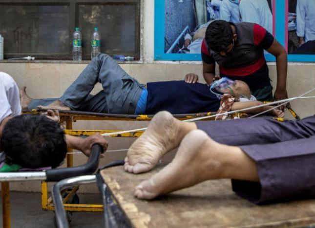 """موجة ثانية قاسية لوباء كورونا في """"الهند"""" وتسجيل أرقام قياسية في عدد الإصابات ووفاة كل 4 دقائق"""
