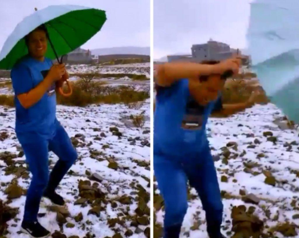 كان يمسك مظلة وجواله.. شاهد: صاعقة رعدية كادت تقتل أحد الأشخاص في أبها