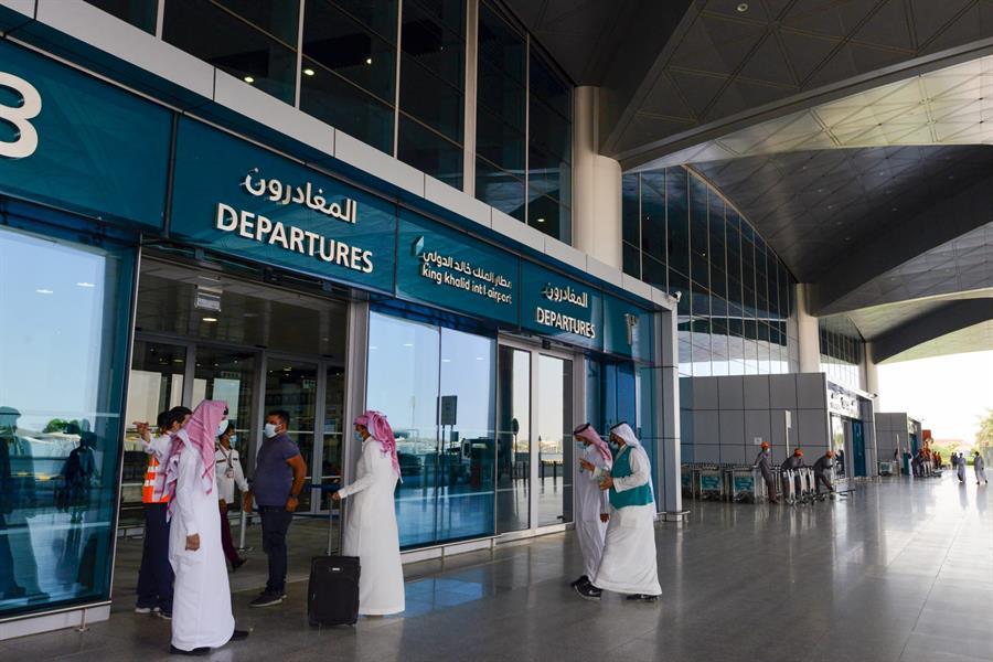 """بعد ساعات .. """"السعودية"""" فتح المنافذ البرية والبحرية وتحليق 385 رحلة من 9 مطارات دولية"""