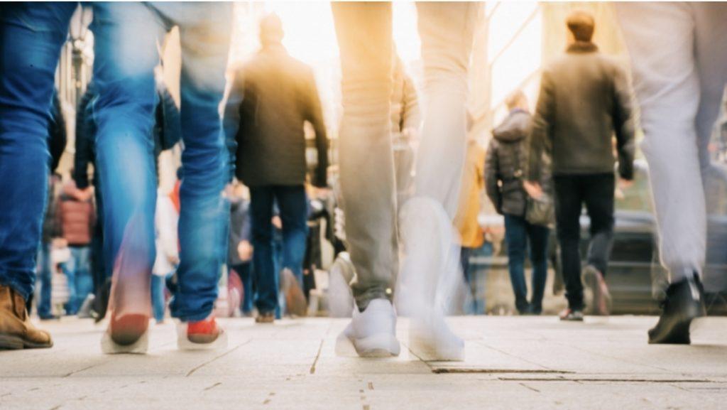 منظمة الصحة العالمية توصي بممارسة الرياضه بما لا يقل عن 150 دقيقة من النشاط البدني معتدل الكثافة، أو 75 دقيقة من النشاط البدني القوي اسبوعيا