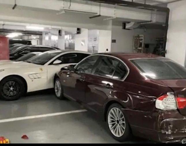 زوجة غاضبة تشاجرت مع زوحها تُحطم بمركبتها عددا من السيارات الفاخرة – فيديو
