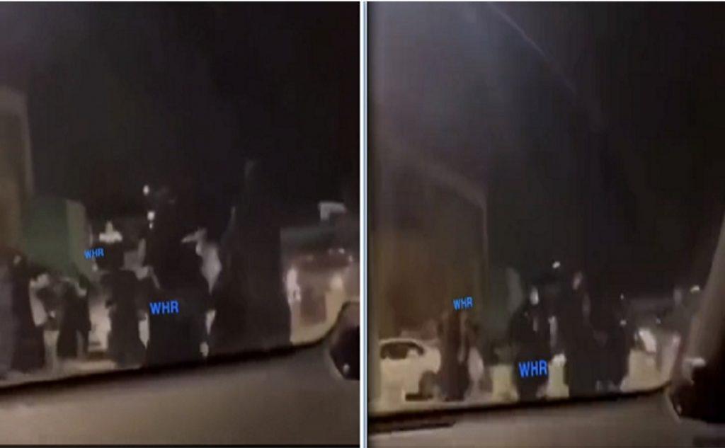 شاهد: مضاربة جماعية بين فتيات في شارع عام بأحد المناطق – فيديو