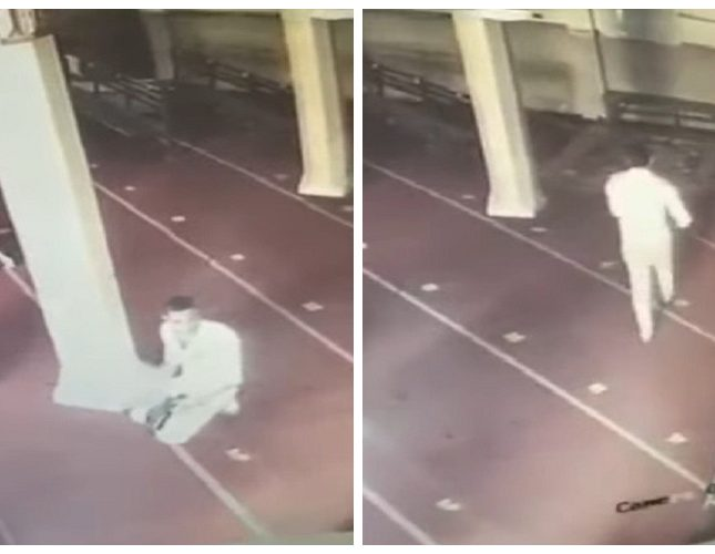 شاهد: كاميرا مراقبة تفضح شاب يسرق هاتف أحد المصلين داخل مسجد