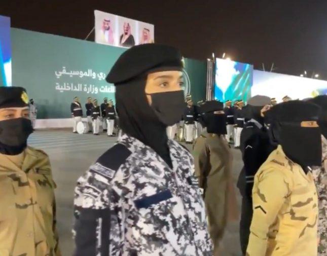 شاهد.. مجندات سعوديات يشاركن في العرض العسكري لقطاعات الداخلية بمناسبة اليوم الوطني