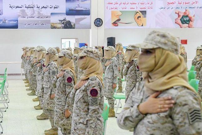 """شاهد بالفيديو لحظة تخريج الدفعة الأولى من """"مركز التدريب النسائي"""" للقوات المسلحة"""