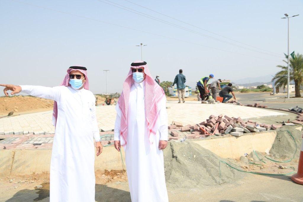 """أمين منطقة جازان خلال زيارته لـ """"مركز الحقو"""" يقف على المشاريع ويثني على الجهود المبذولة"""